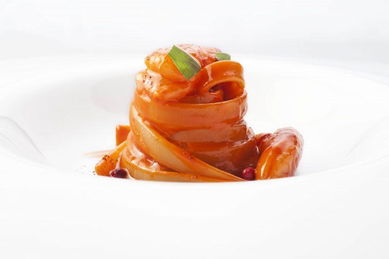 Fettuccelle di semola, gamberi rossi e pepe rosa