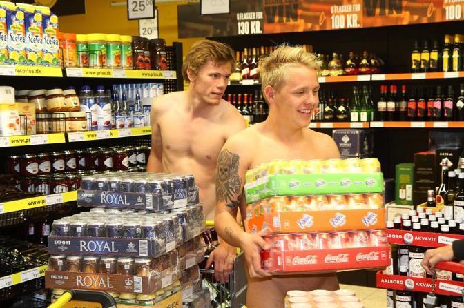 Vuoi fare spesa gratis? Vai nudo al supermercato.