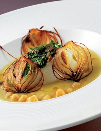 Baccalà in salsa verde con zuppetta di ceci e cipolla di Tropea