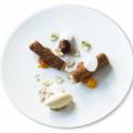 Cannoli ripieni di mousse di castagne, pompelmo, gelato all'alloro