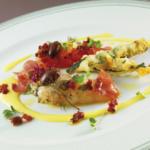 Scampi e gamberi marinati con tempura di cavolo nero
