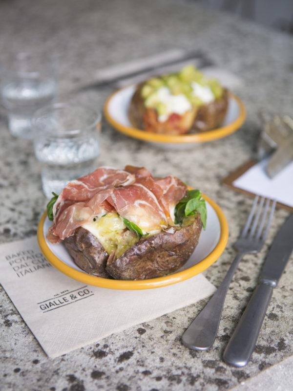 Nuove aperture - A Milano nasce Gialle&Co, il locale dedicato alle baked potato