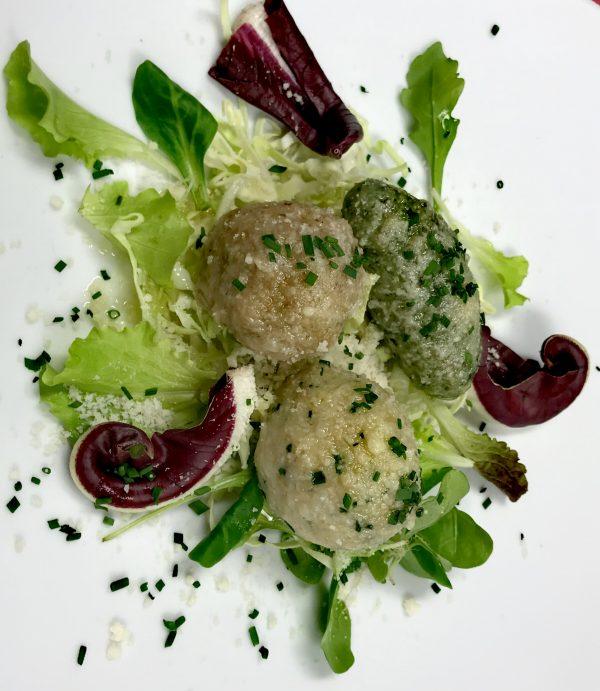 Ricetta – Tris di canederli: cavolo nero, porcini e grigio del Tirolo – Chef Andrea Bedin dell'Hotel Col Alto di Corvara in Badia (BZ)