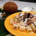 mezze maniche 600.27 di Carla latini con frutti di mare al latte di cocco