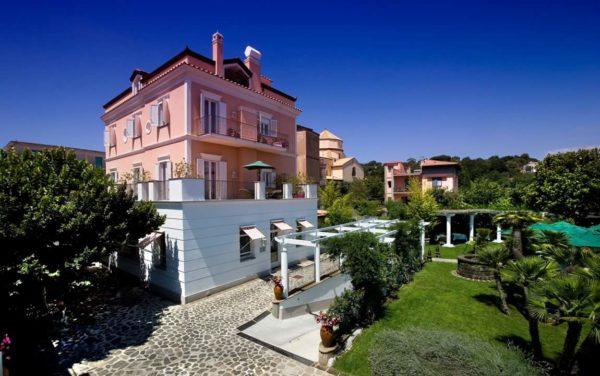 Don Alfonso 1890, ristorante e boutique hotel. Una storia di famiglia, ospitalità ed eleganza.