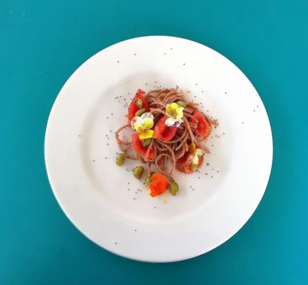 spaghettoni di farro integrale con edamame, pomodorini e semi di papavero