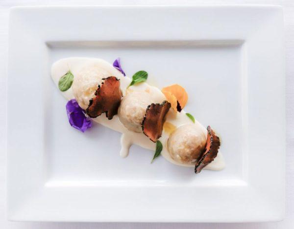 Baci ai funghi cardoncelli con tartufo nero molisano su crema di parmigiano