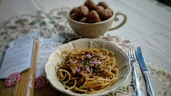 spaghetti Senatore cappelli con porcini, noci e pino mugo