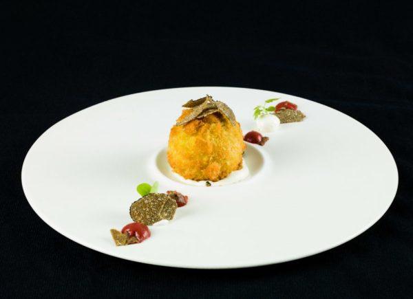 rocher di asparagi, cremoso d'uovo, tartufo nero e robiola bio