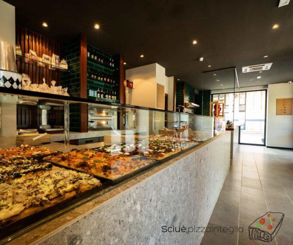 Sciuè pizzainteglia a Pomigliano d'Arco. La pizza in teglia alla romana arriva in Campania