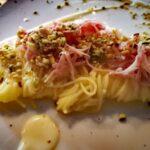 Tagliolini caciocavallo e pepe con mortadella e pistacchi