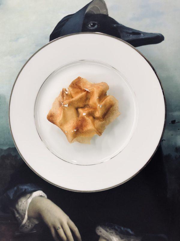 Mela (sfoglia croccante, spuma, crema e gelato alla vaniglia)