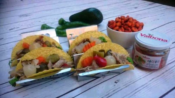 tacos con pork belly e giardiniera