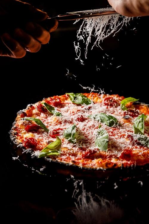 Seu Pizza Illuminati va al mare. Apre Tac ad Ostia