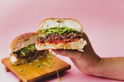 Il National Hamburger Day è al Queen Makeda di Roma